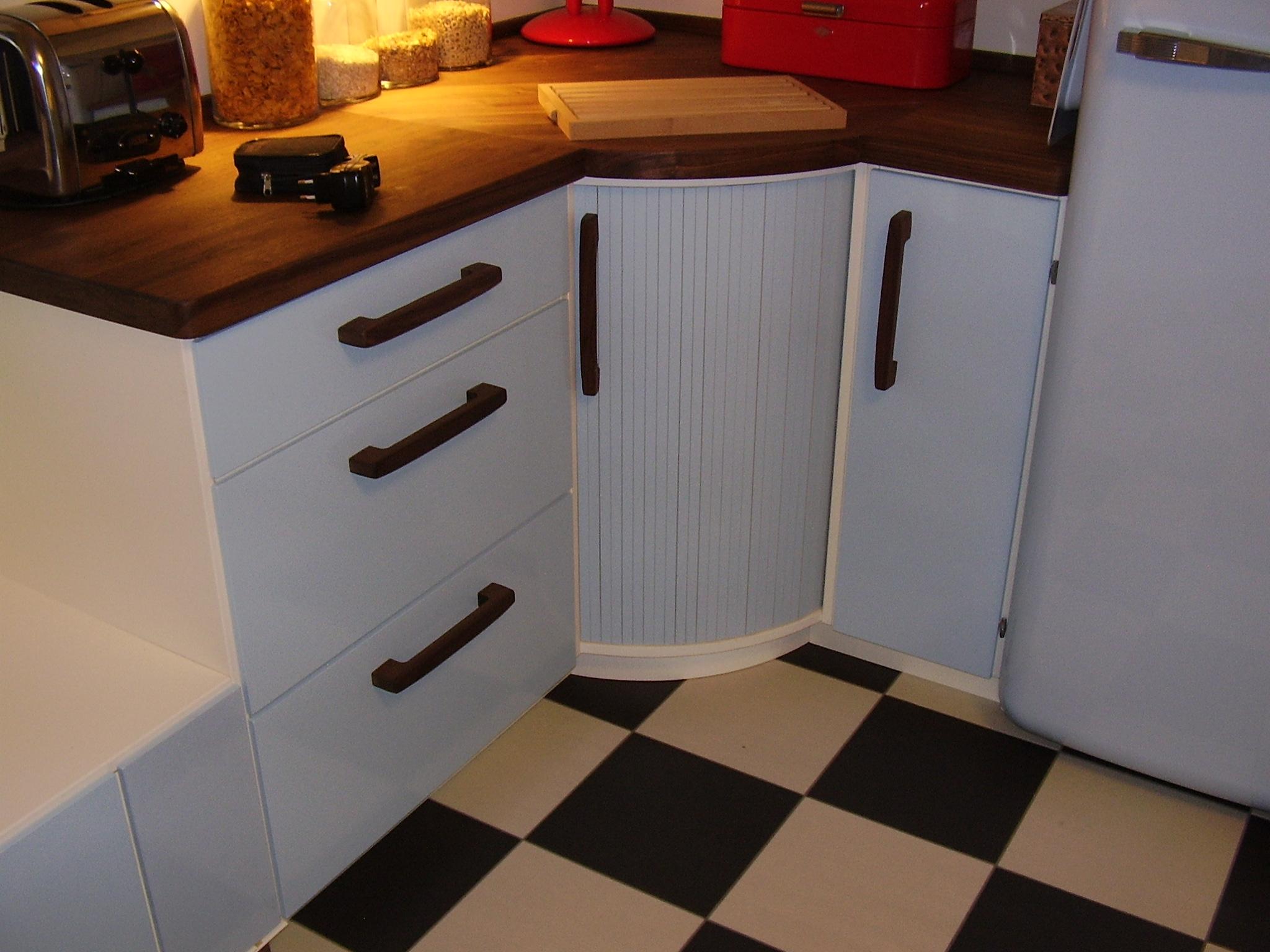 En kjøkkendrøm i 50-talls stil, håndlaget kjøkken med skrogene i ...