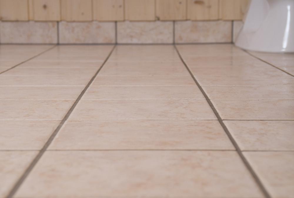 Flislagt gulv med sokkelflis