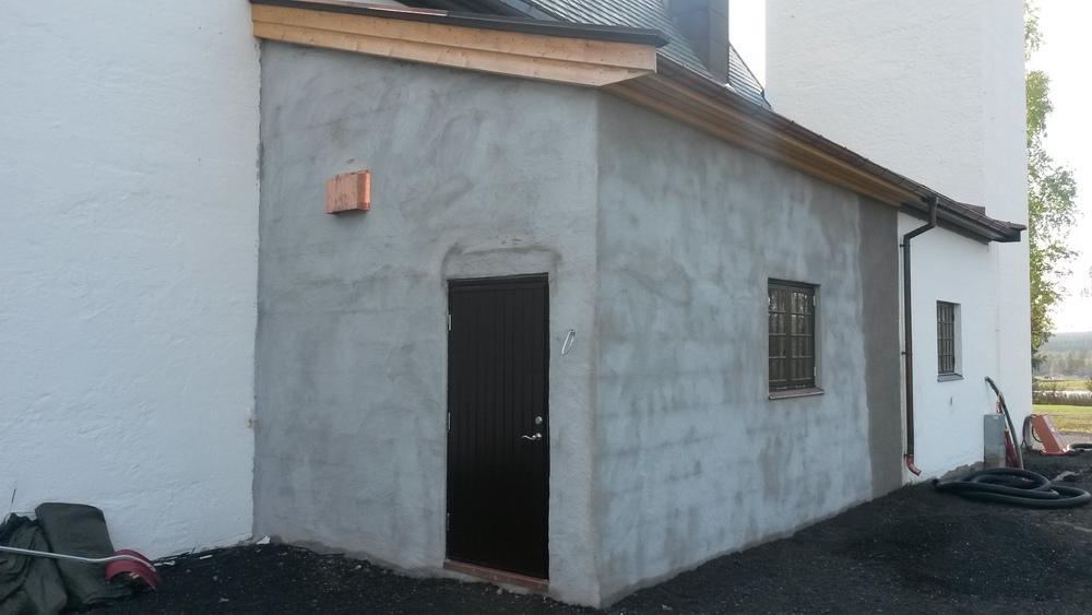 Utvidelse av tilbygg, Hernes kirke, oppmurt thermomur, pussede vegger utvendig og innvendig