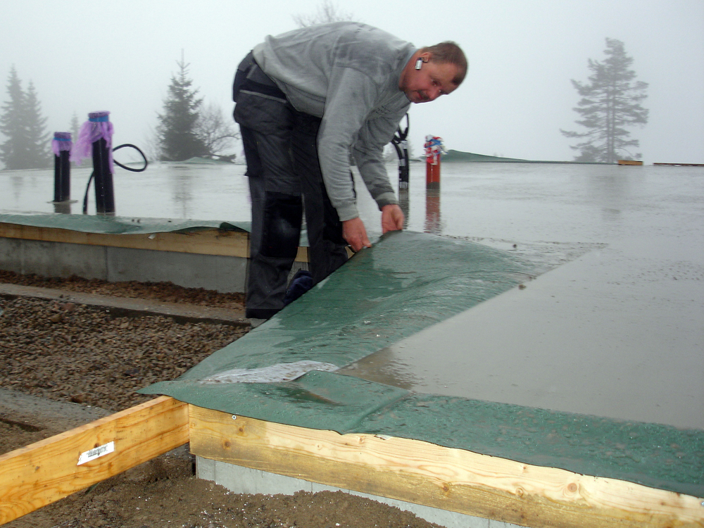 Kontroll av radonsperre mot ringmur på nystøpt plate, Digeråsen