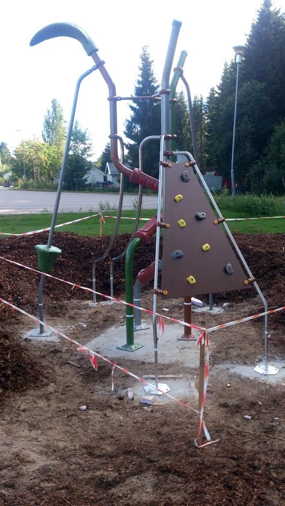 Støpt fundamente og montert lekestativ