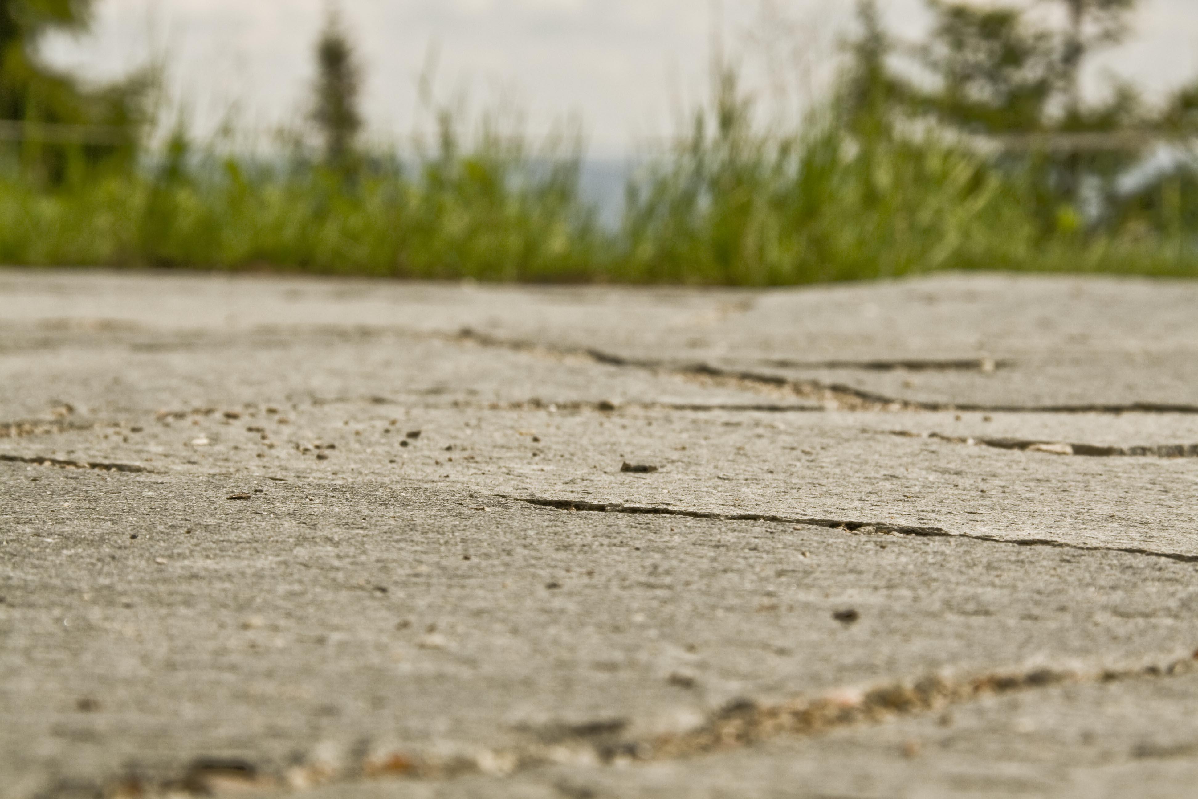 Bruddskifer lagt i grus gir et naturlig og varig utseende