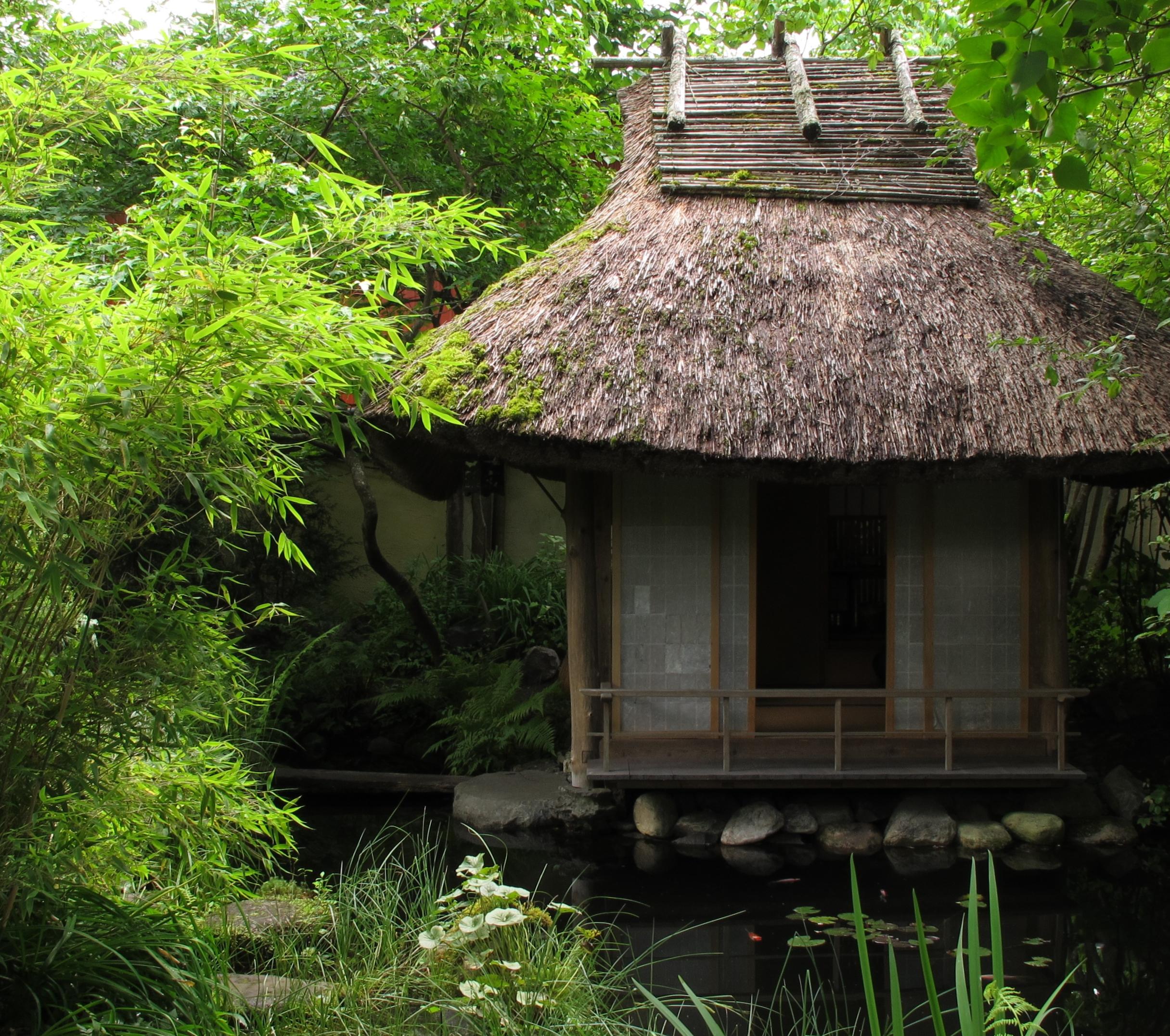 Japanese teahouse galleri kern for Japanese garden house