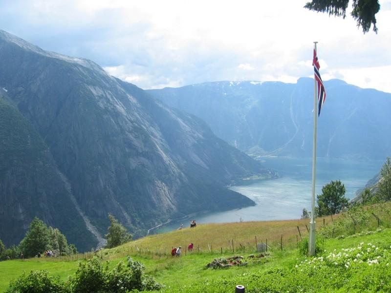 Utsikt over hardangerfjorden sett fra kjeåsen