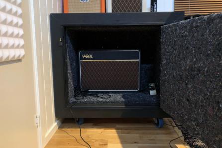Gobo med Vox gitarforsterker i