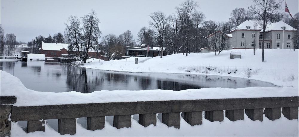 Mago i B i forhold til Eidsvollsbygningen