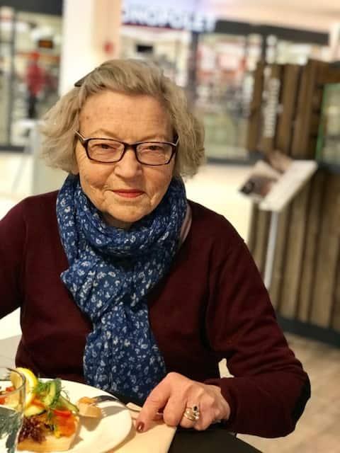 cafebesøk eldreomsorg privat omsorg for eldre