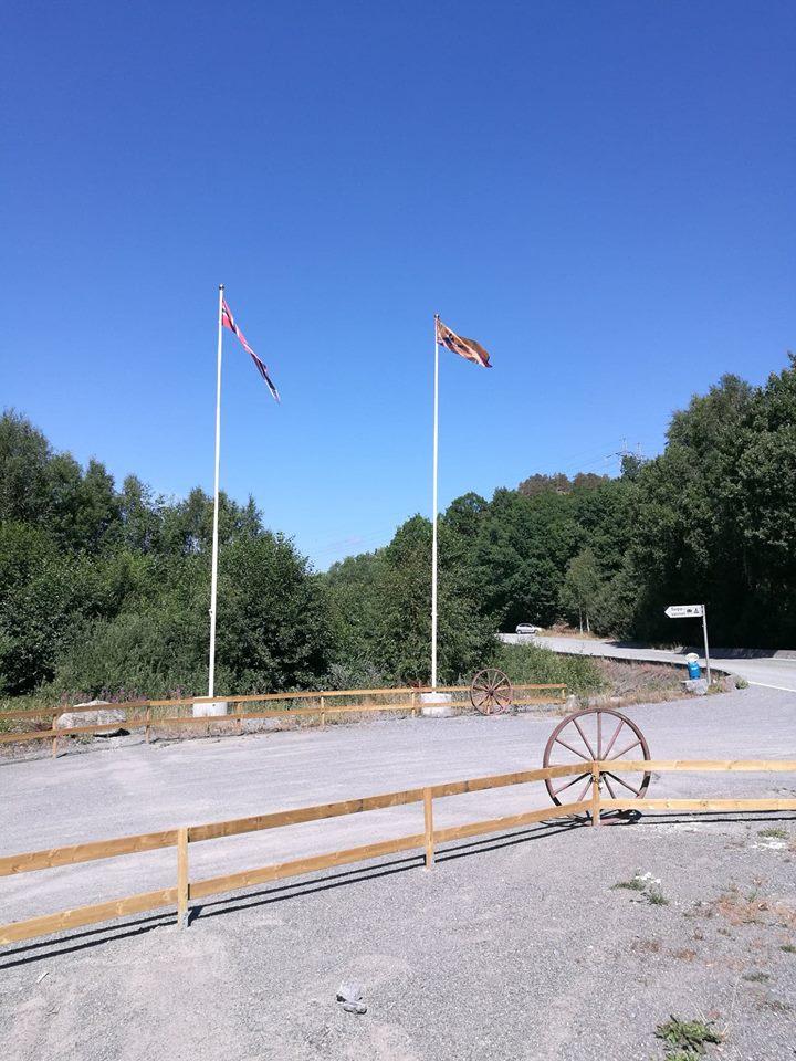 Flagg og gjerde